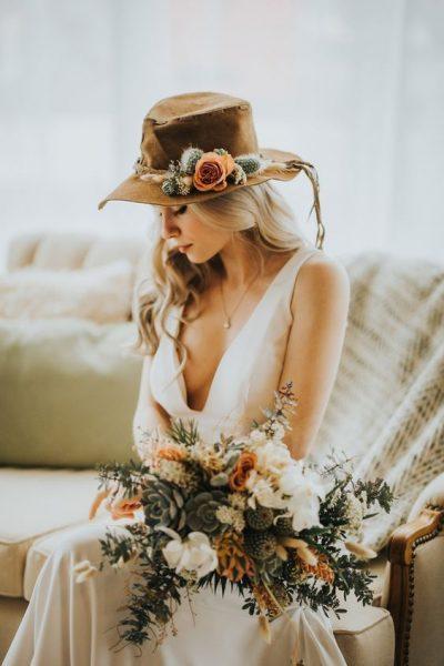 novia-sombrero-rustico